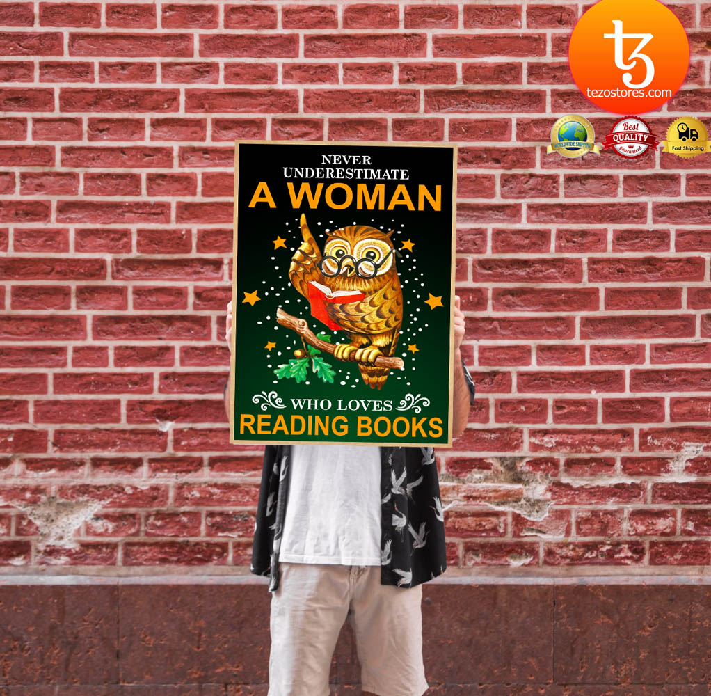 Owl Never underestmate a woman who loves reading books poster